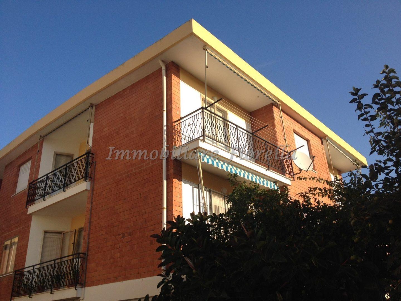 Appartamento trilocale in piccola palazzina zona - Piccola palestra in casa ...